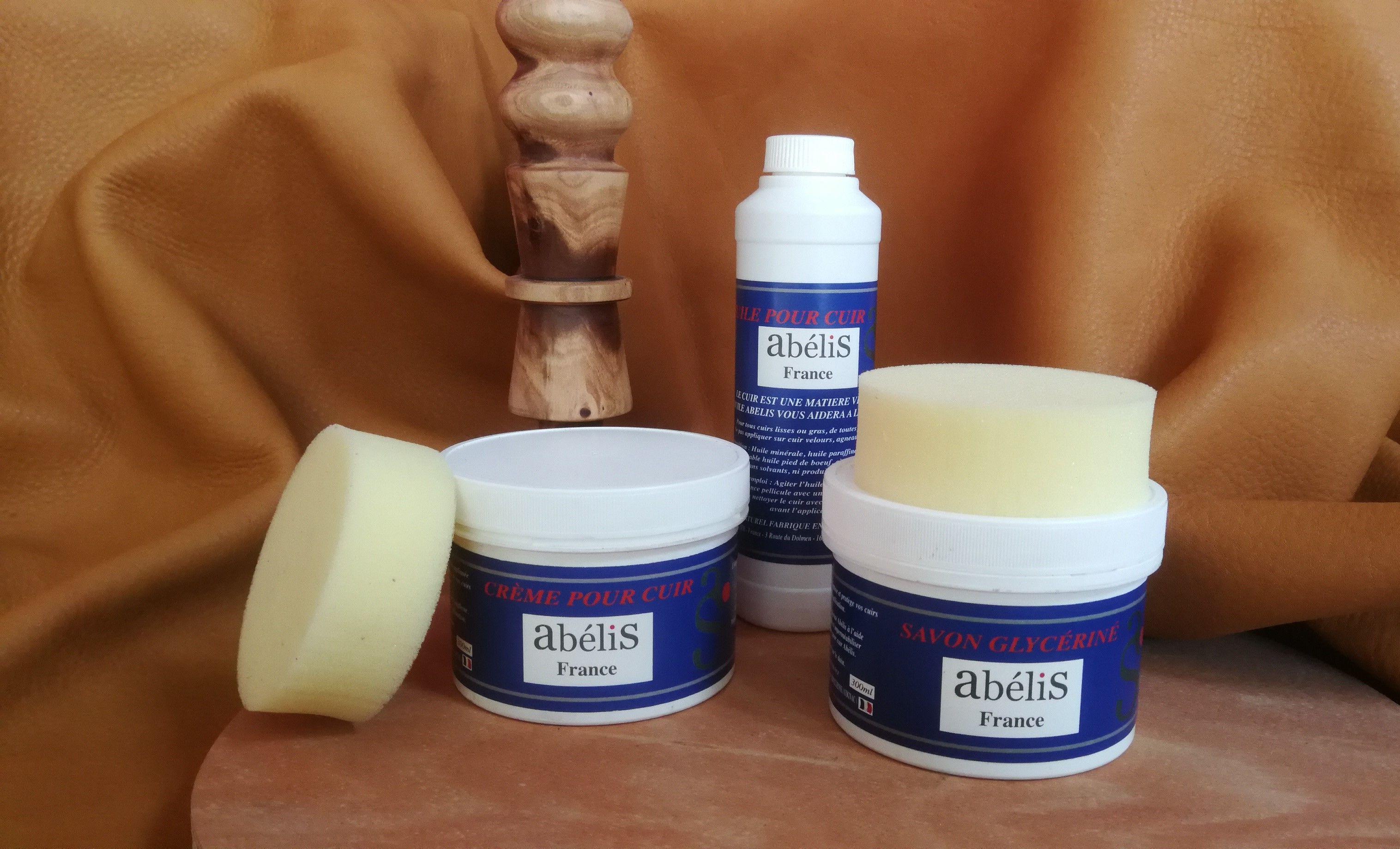 Accessoires équitation en cuir : les porduits d'entretien pour vos équipements équestres en cuir par Abélis Sellier votre maitre artisan sellier